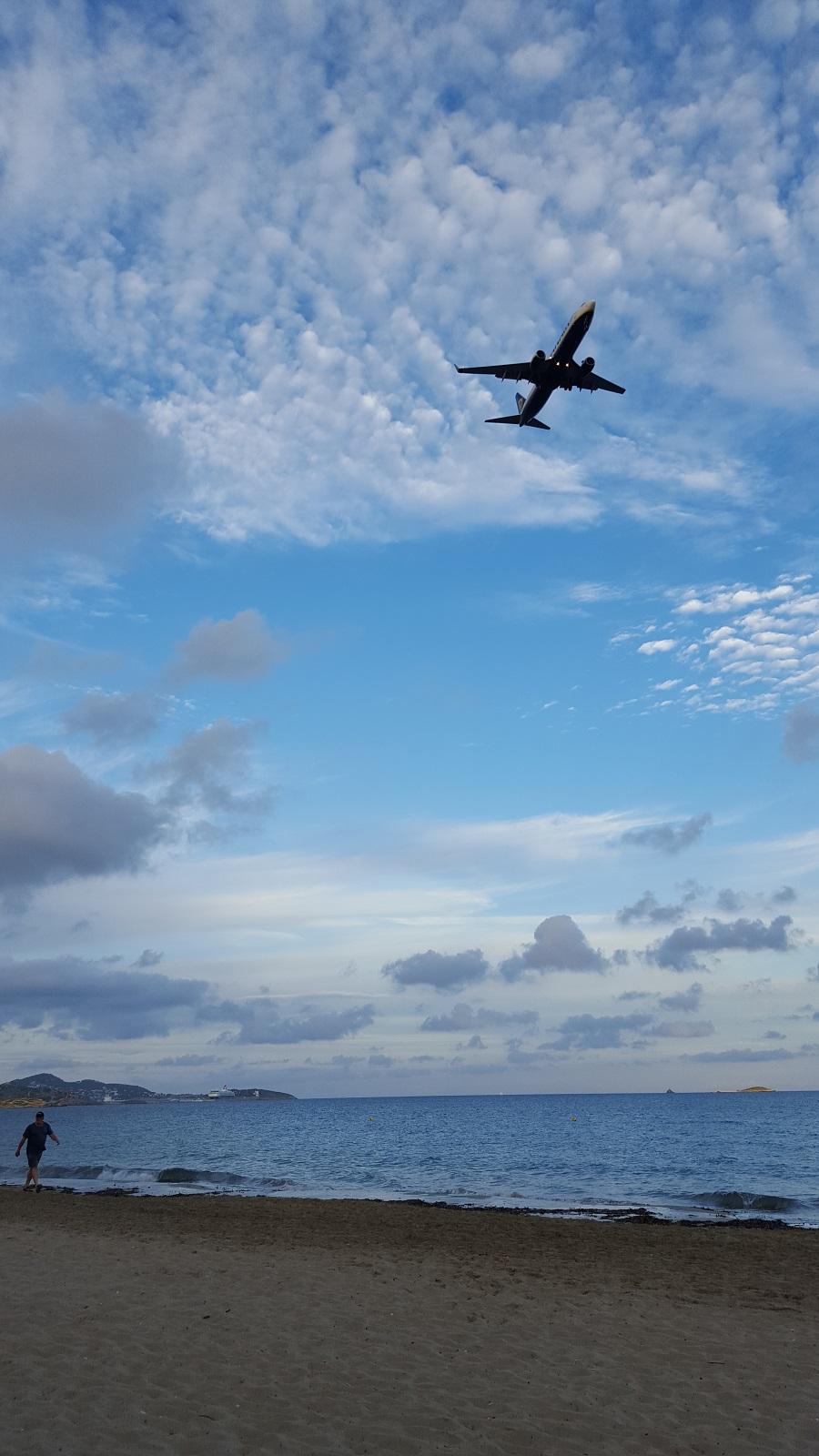ibiza plage avion small